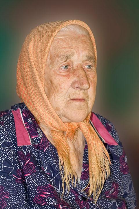 Баба ковыряется 12