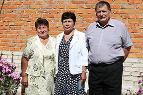 По центру - дочь Сергеева В.Ф.