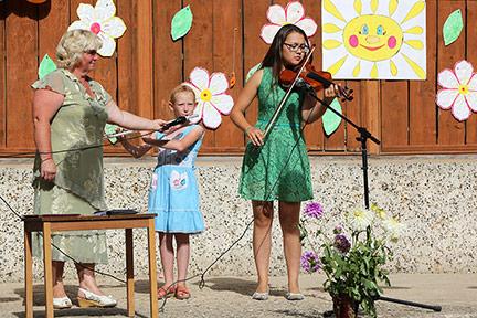 На этом Дне села была даже скрипка...